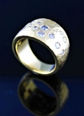 Hammered wide band with diamonds